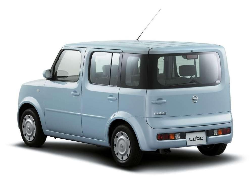 Снимки: Nissan Cube II