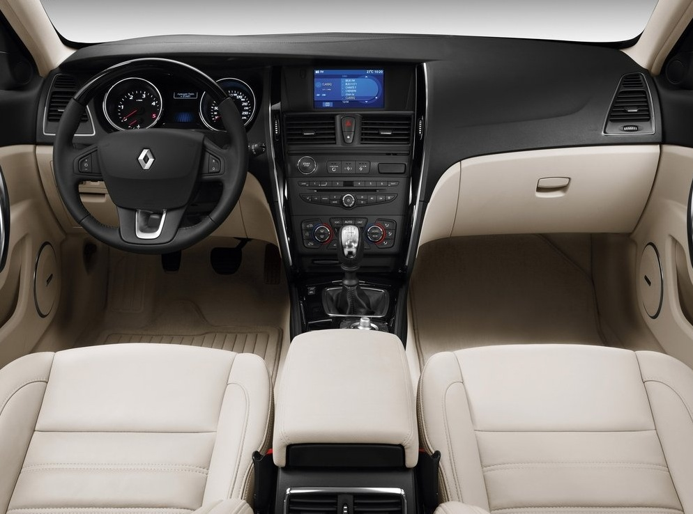 Снимки: Renault Latitude