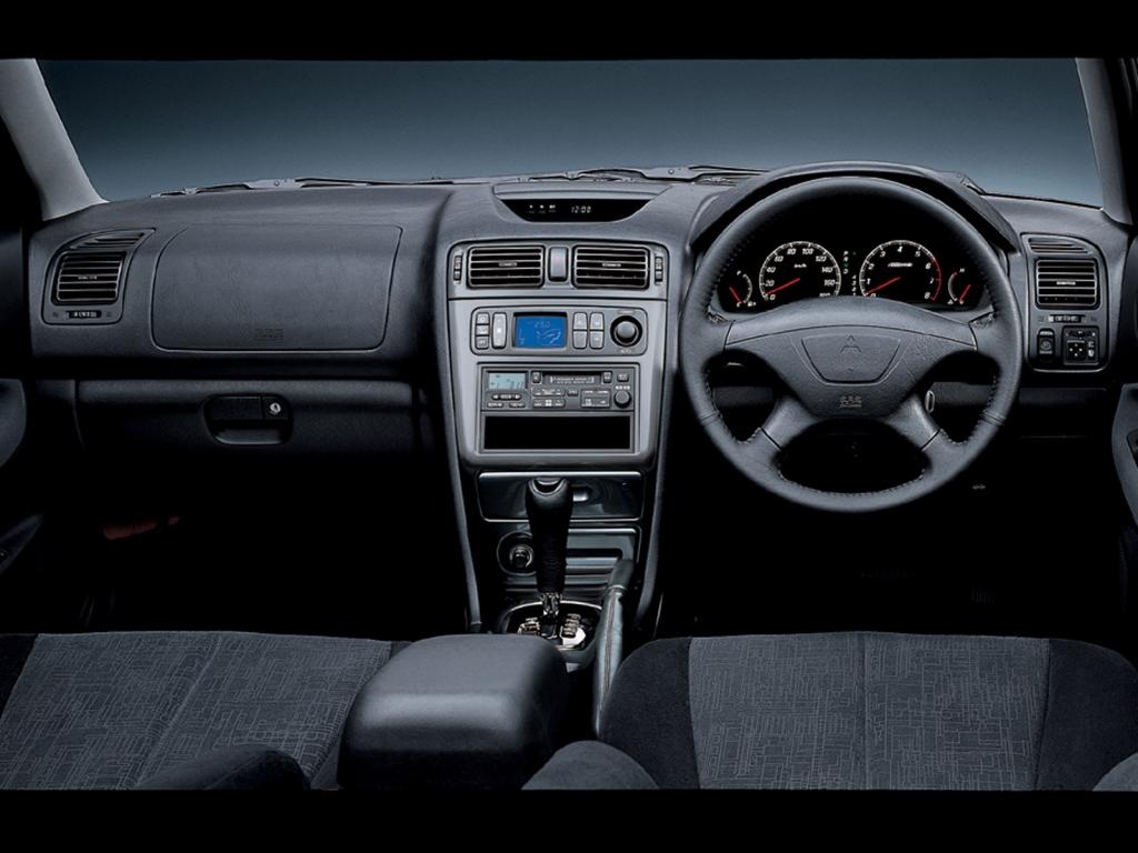 Снимки: Mitsubishi Galant VII