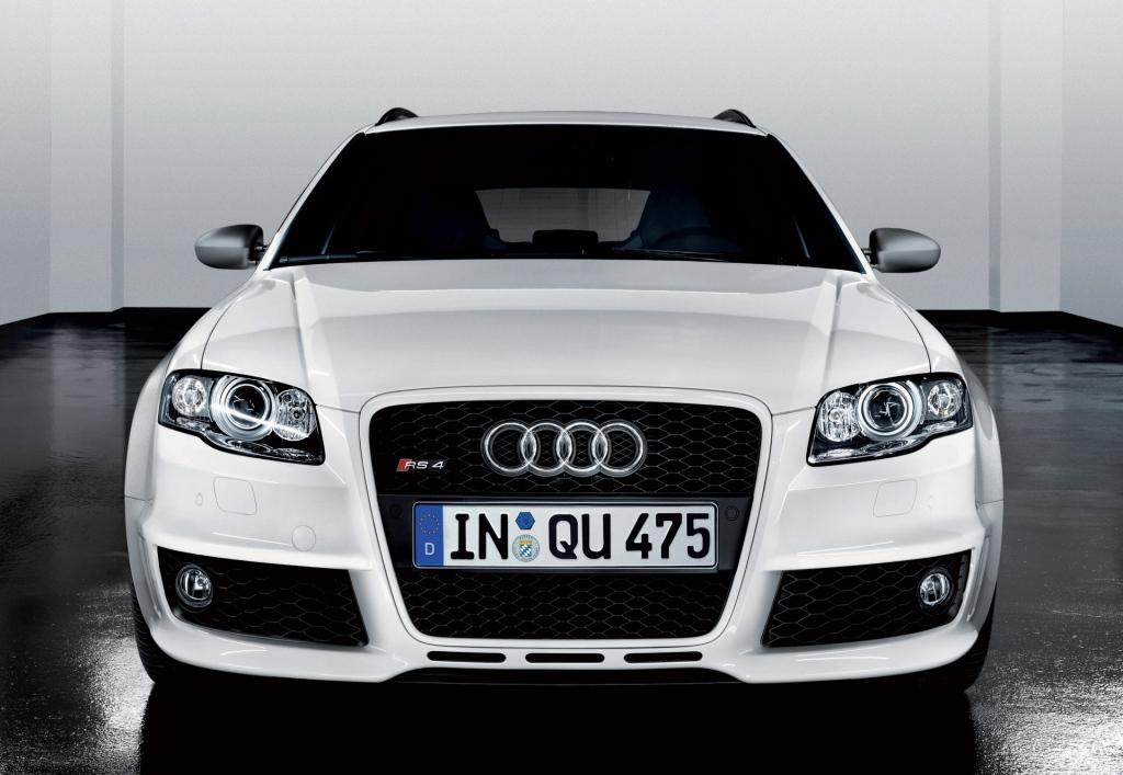 Снимки: Audi RS4 Avant (8E)