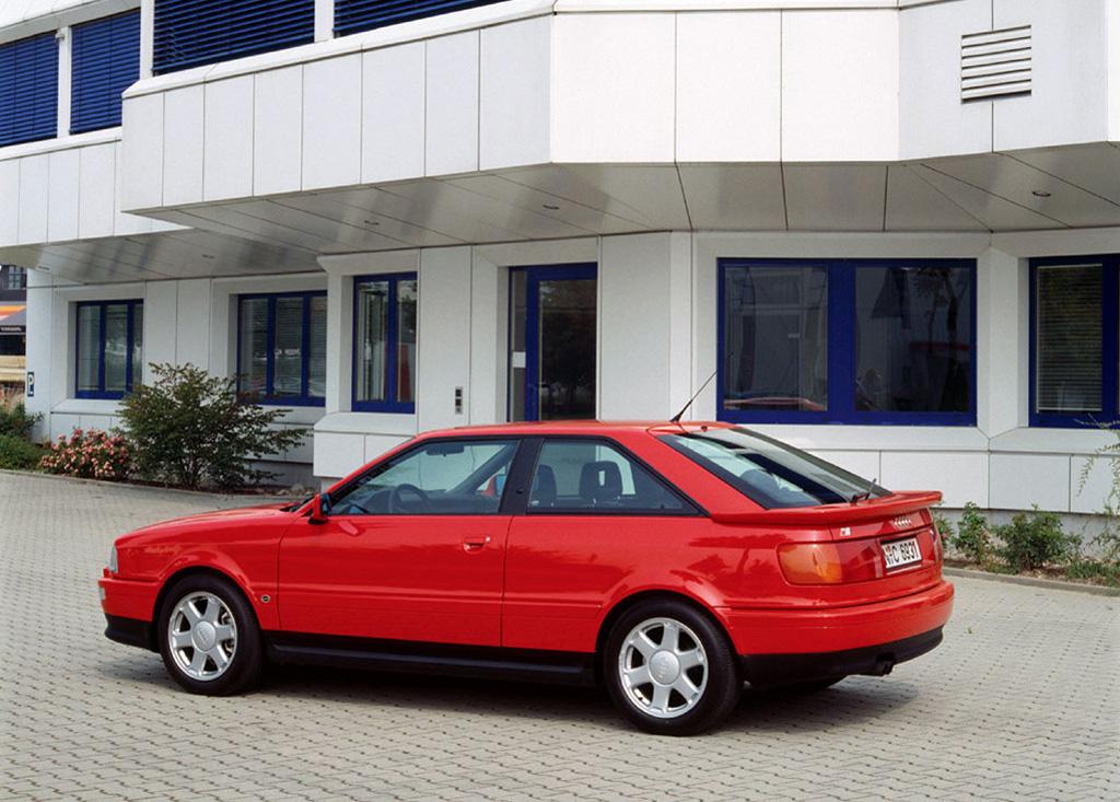 Снимки: Audi S2 Coupe