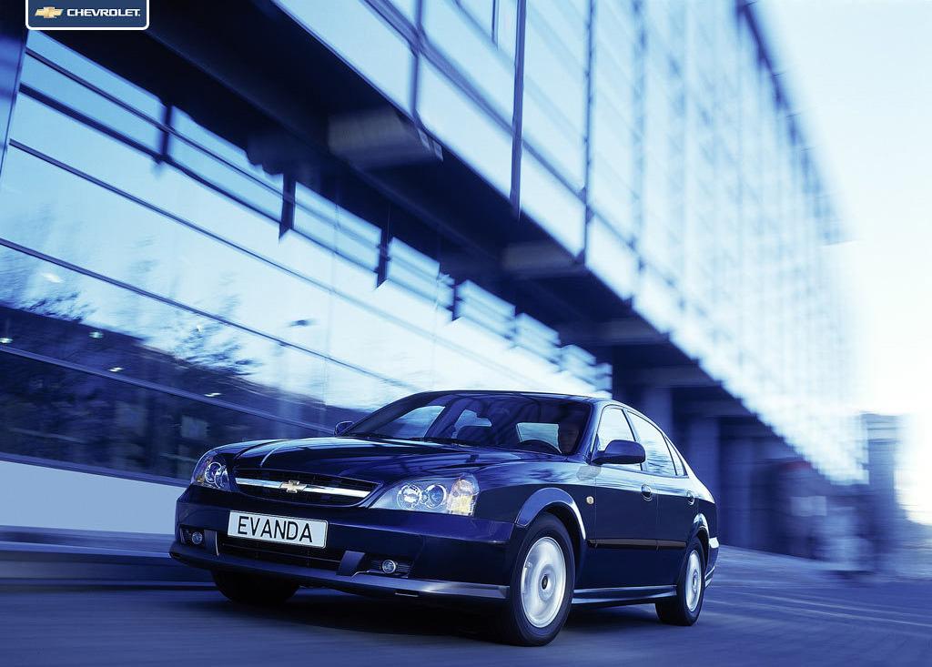 Снимки: Chevrolet Evanda