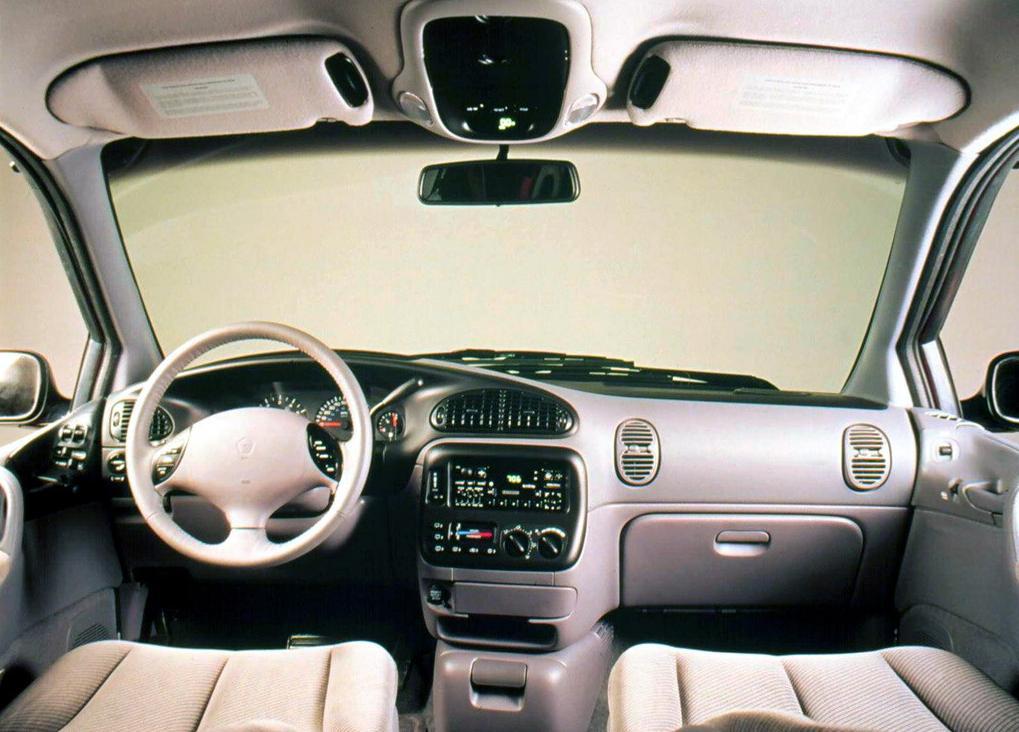 Снимки: Dodge Caravan II