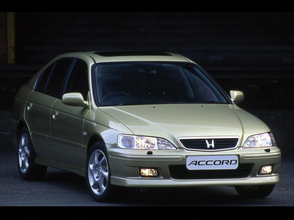 Снимки: Honda Accord 6 Hatchback