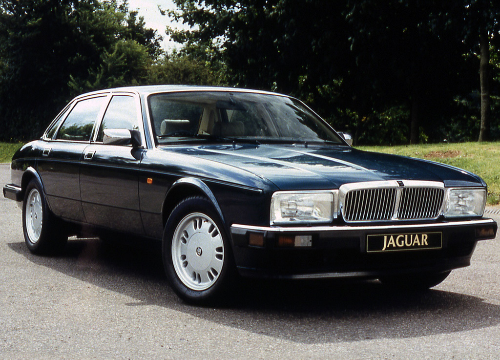 Снимки: Jaguar XJ (XJ40/XJ81)