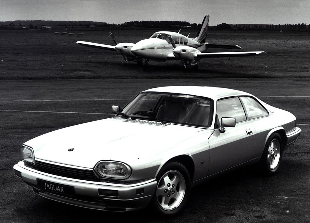 Снимки: Jaguar XJS Coupe