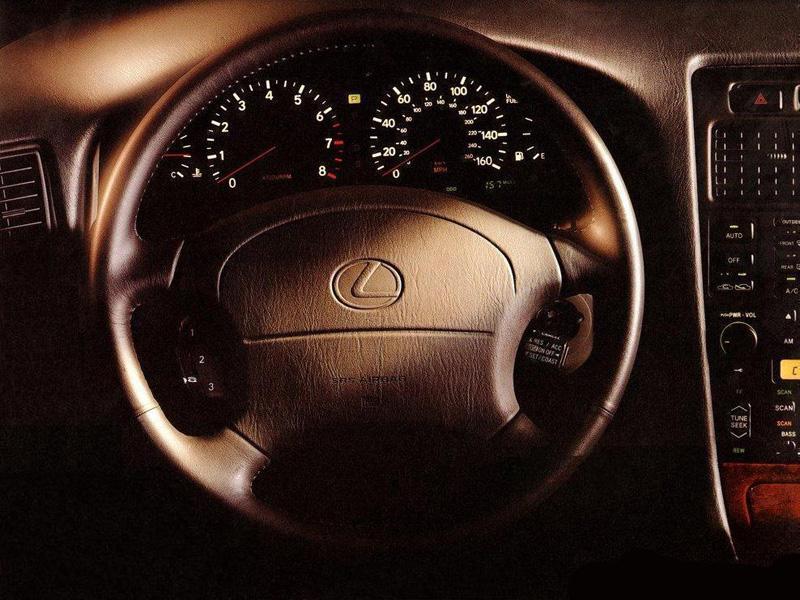 Снимки: Lexus GS 1