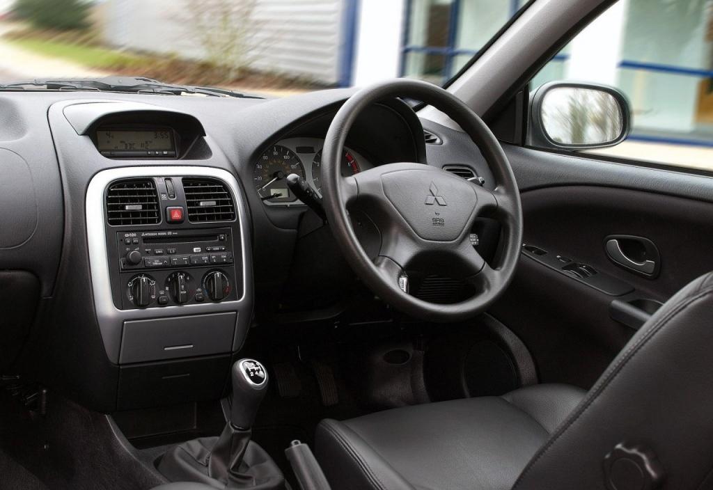 Снимки: Mitsubishi Carisma Hatchback