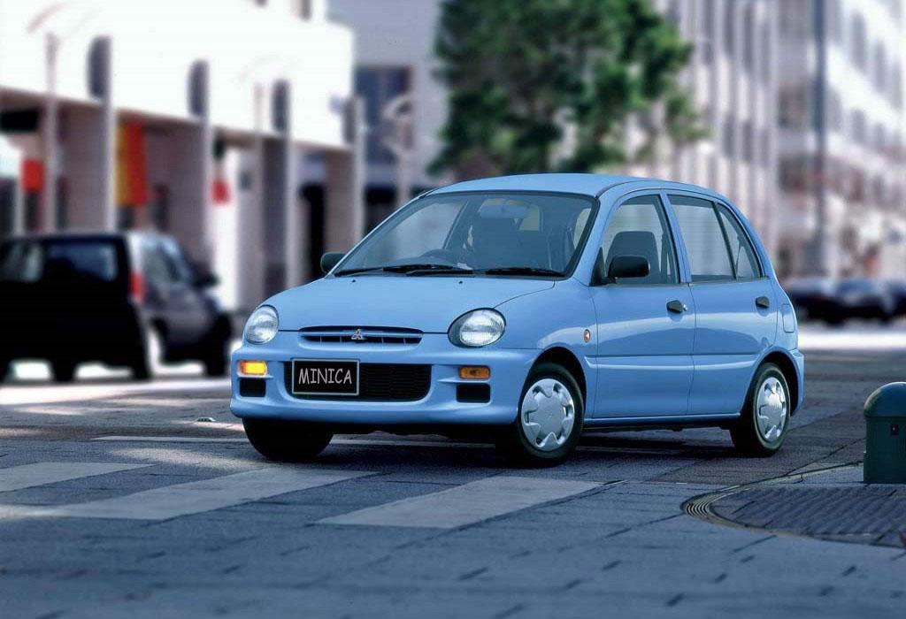 Снимки: Mitsubishi Minica V