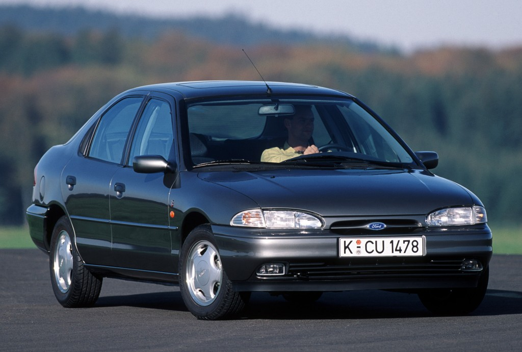 Снимки: Ford Mondeo 1 Hatchback
