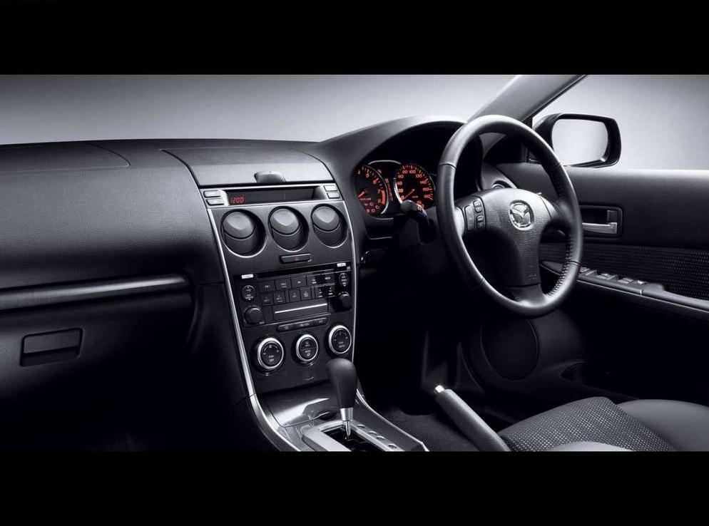 Снимки: Mazda Atenza Sport Wagon