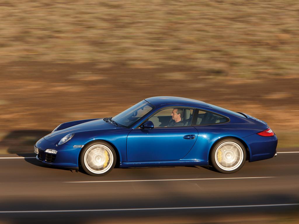 Снимки: Porsche Carrera GT2