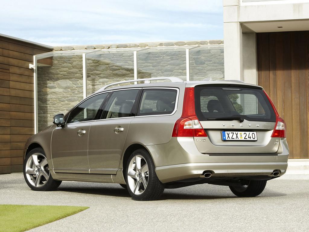 Снимки: Volvo V70 III