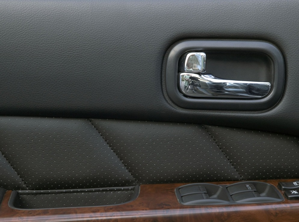 Снимки: Nissan Patrol GR II (Y61)