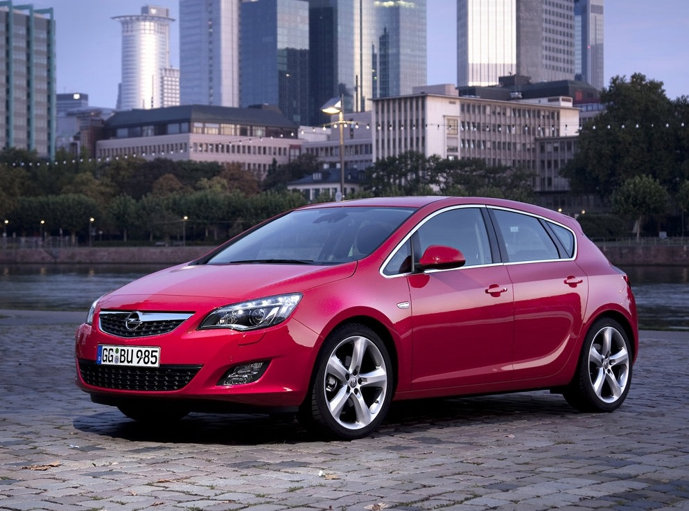 Снимки: Opel Astra J Hatchback