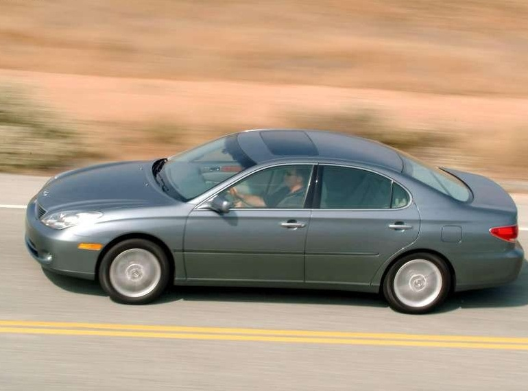 Снимки: Lexus ES 4