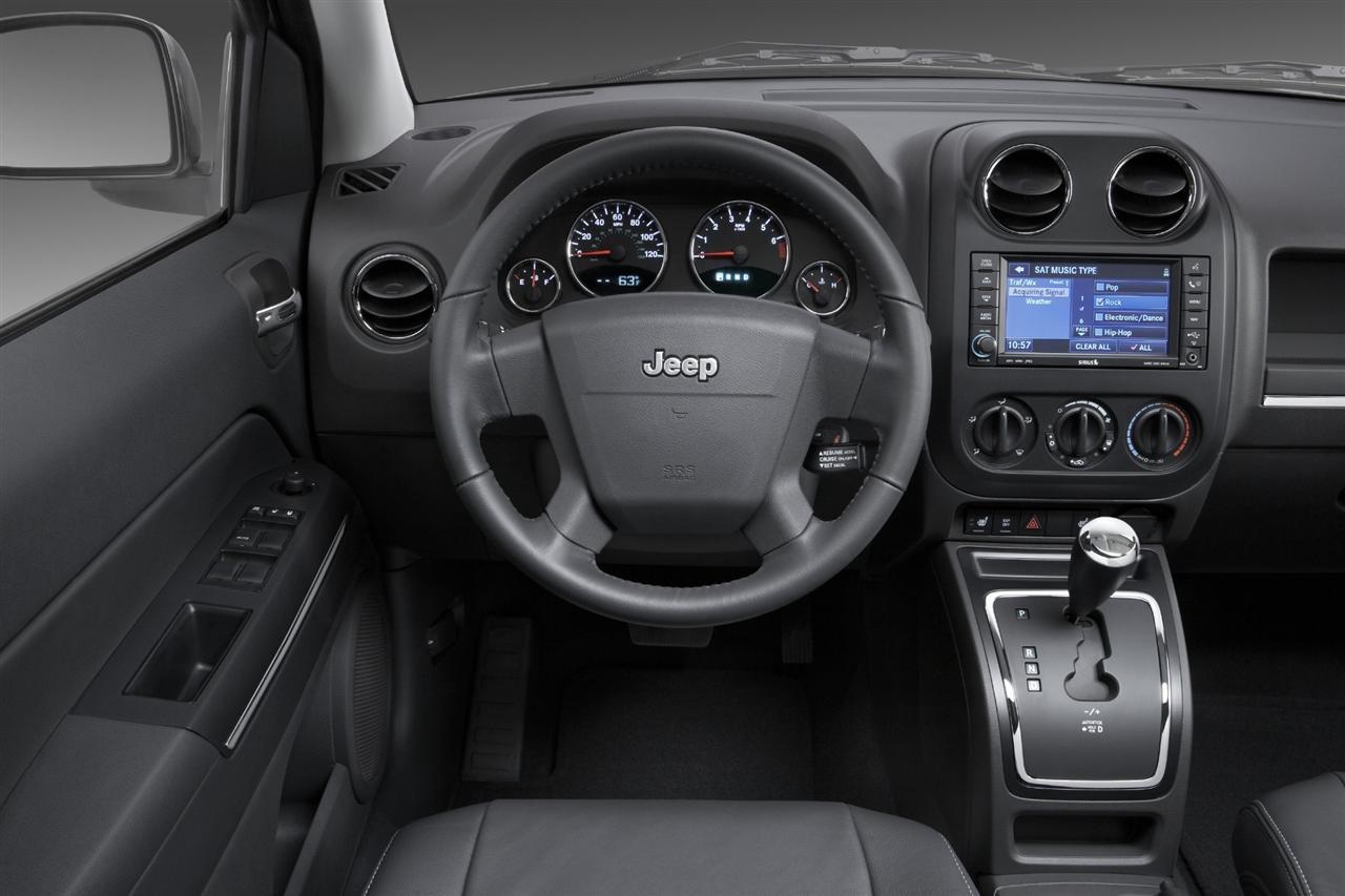 Снимки: Jeep Compass FL2010