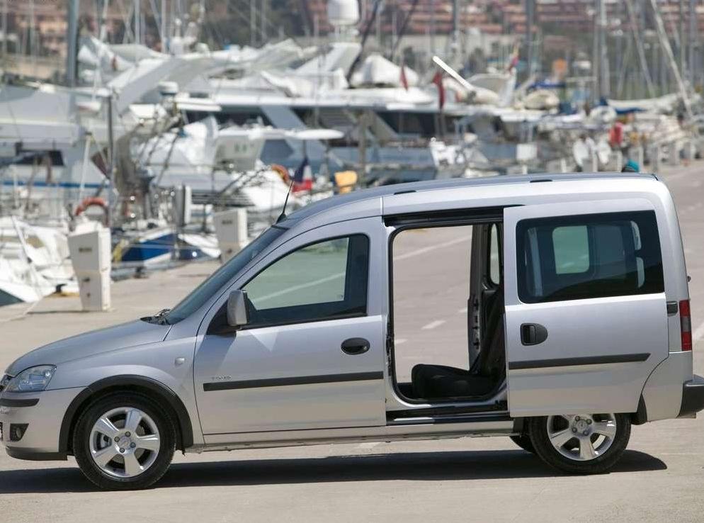Снимки: Opel Combo