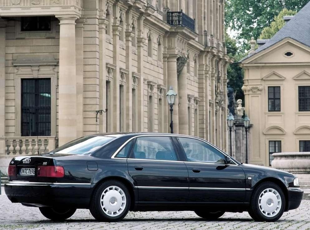Снимки: Audi A8 Long (D2)