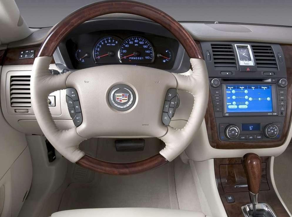 Снимки: Cadillac DTS