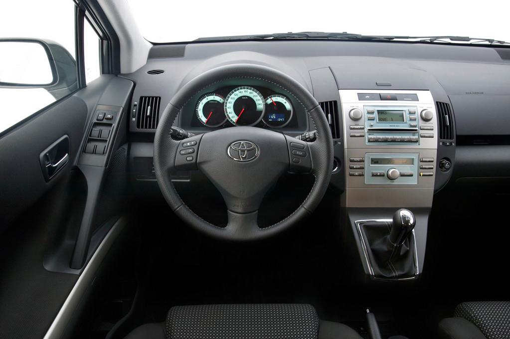 Снимки: Toyota Corolla Verso