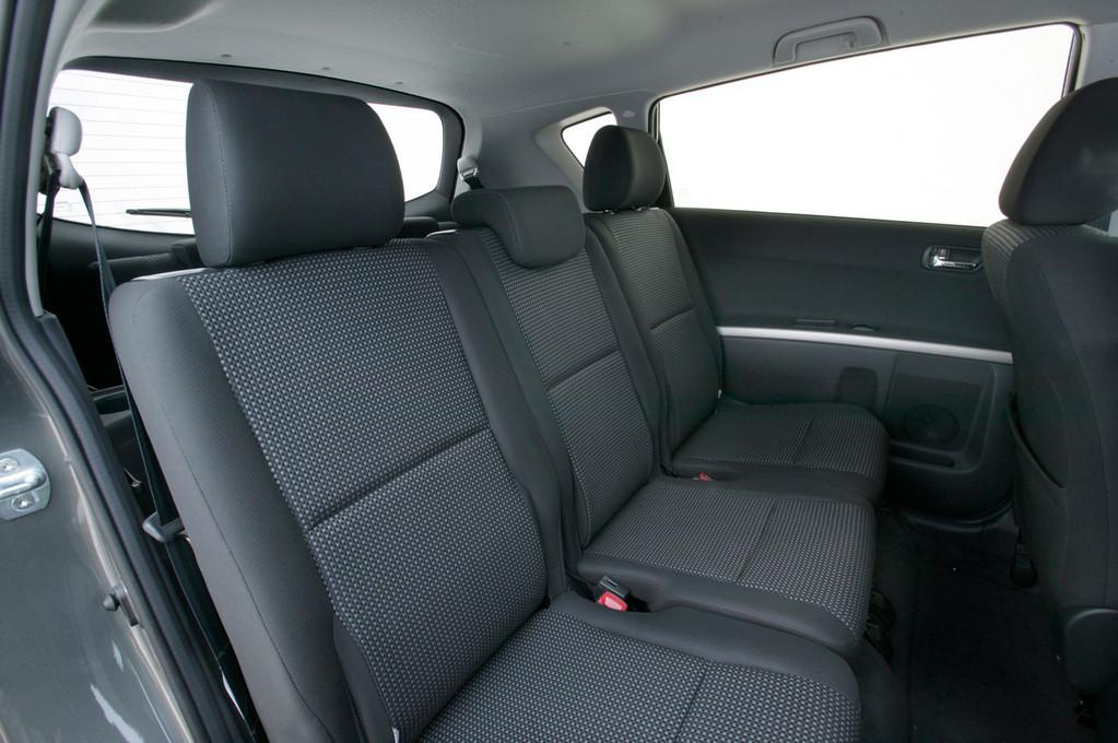 ������: Toyota Corolla Verso