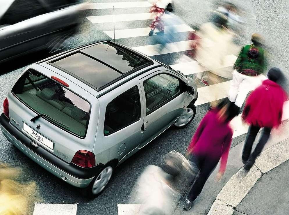 Снимки: Renault Twingo (C06)