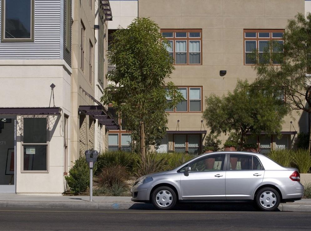 Снимки: Nissan Versa Sedan