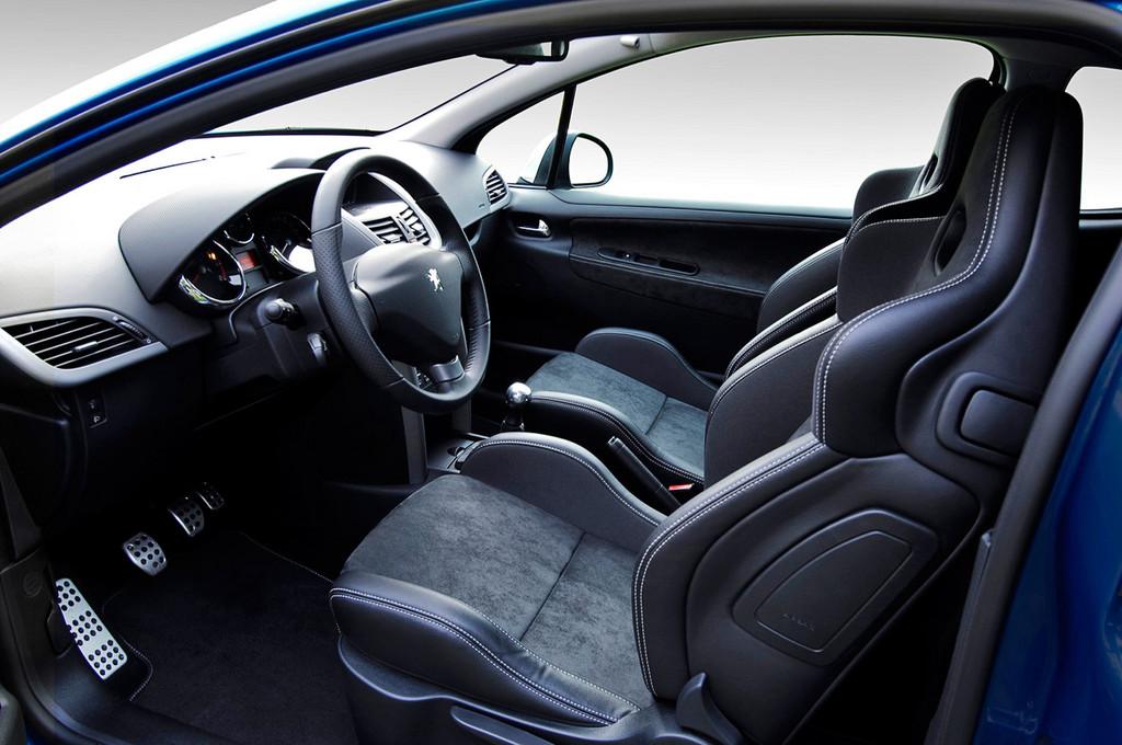 Снимки: Peugeot 207 RC