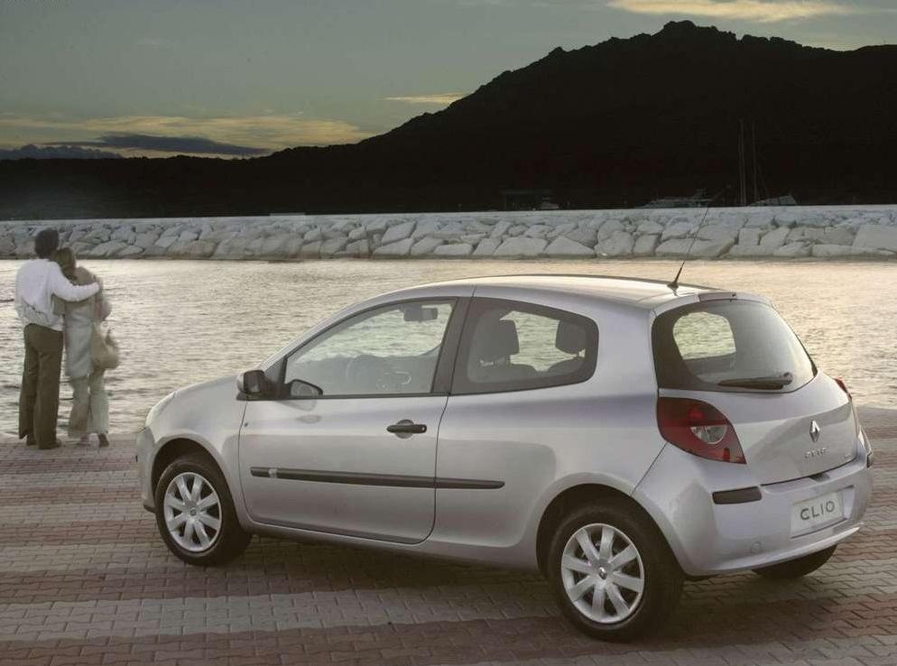 Снимки: Renault Clio III