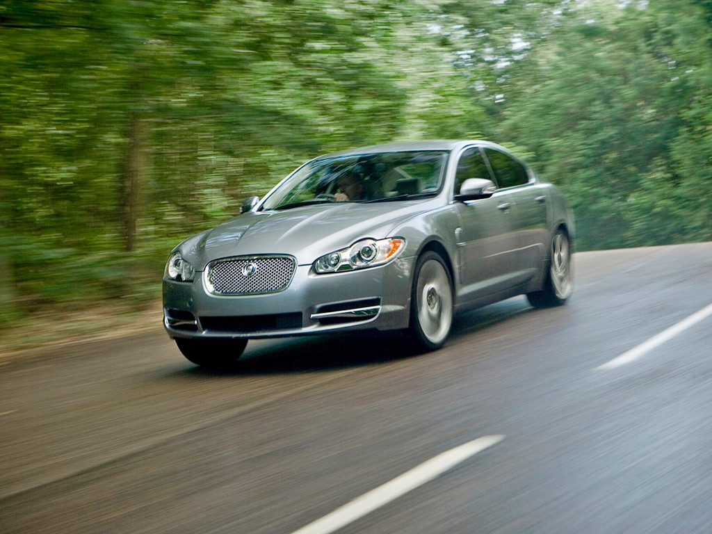 Снимки: Jaguar XF
