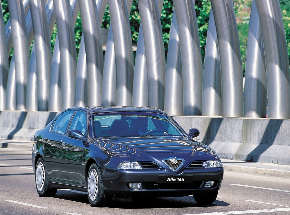 Снимки: Alfa romeo 166 (936)