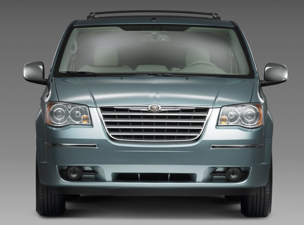 Снимки: Chrysler Town & Country IV