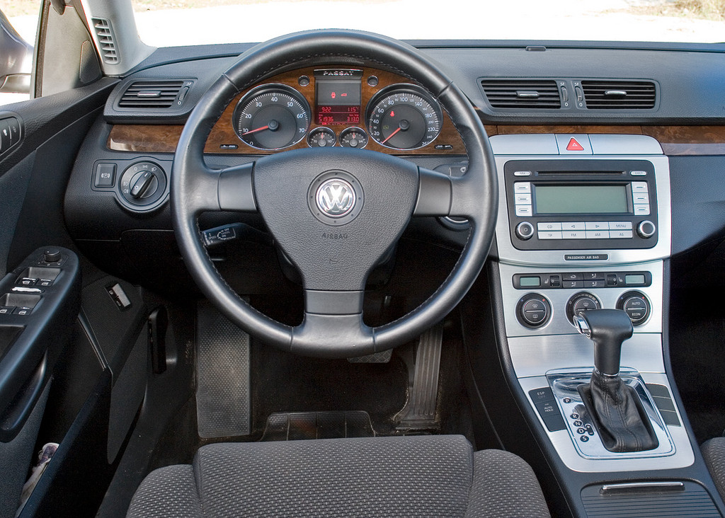 ������: Volkswagen Passat (B6)