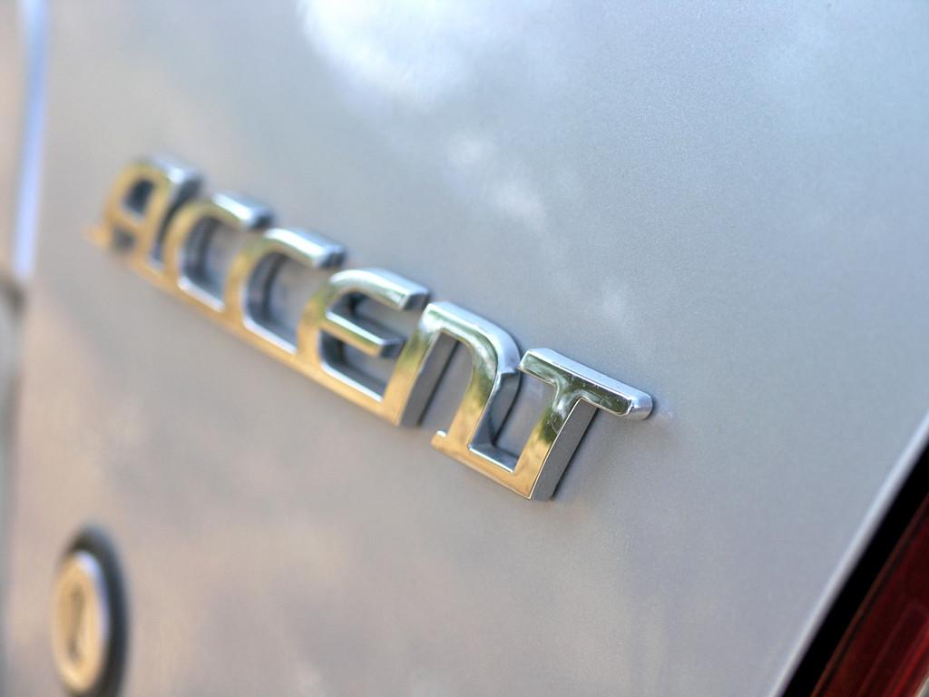 Снимки: Hyundai Accent Hatchback II