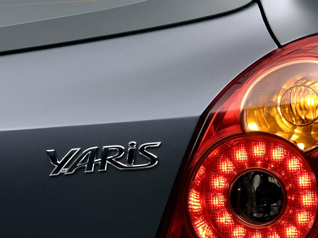 Снимки: Toyota Yaris 2 - 2003