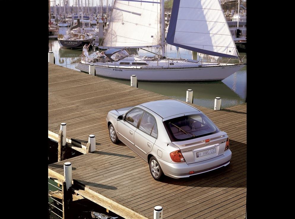 Снимки: Hyundai Accent-2000