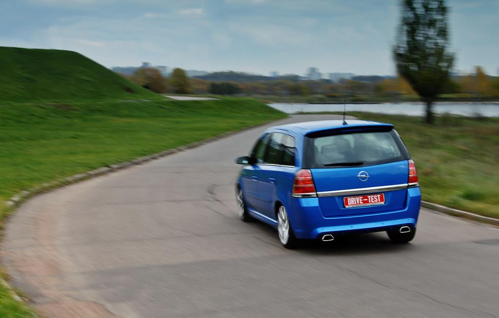 Снимки: Opel Zafira B OPC