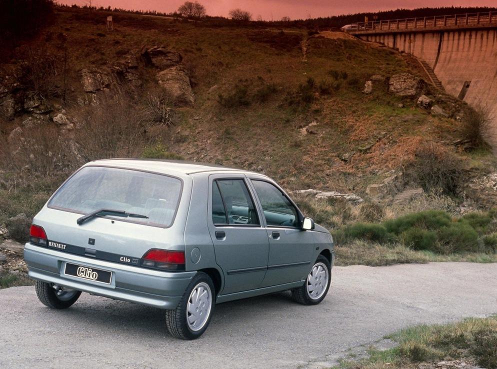 Снимки: Renault Clio I (B/C57,5/357)