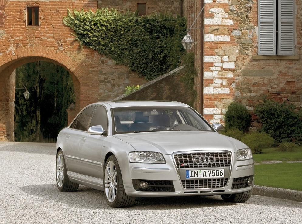 Снимки: Audi S8 (D3 4E)