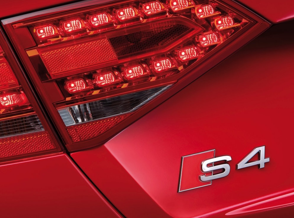 Снимки: Audi S4 (B8)