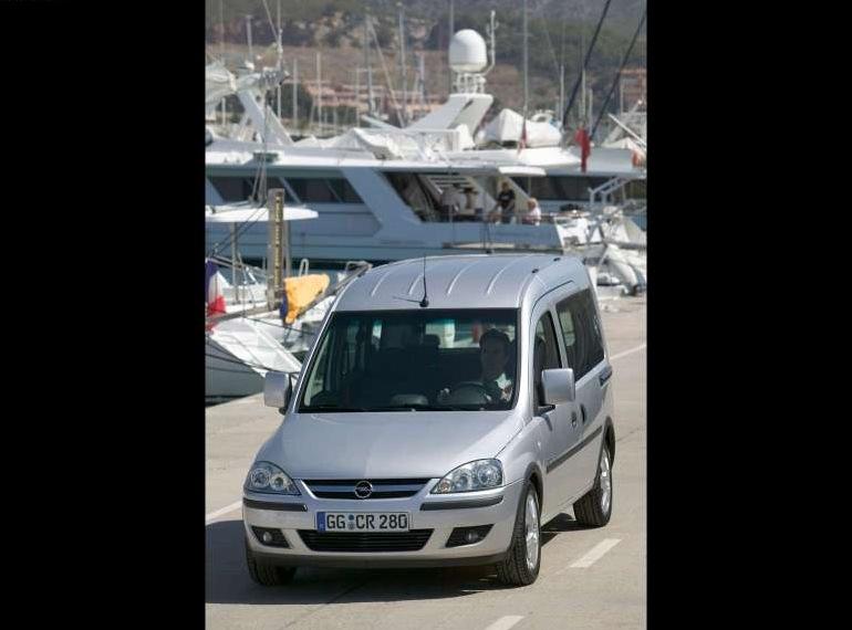 Снимки: Opel Combo Tour