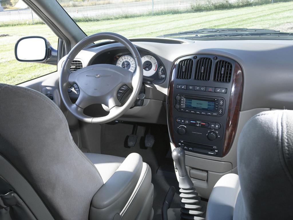 Снимки: Chrysler Voyager II (GS)