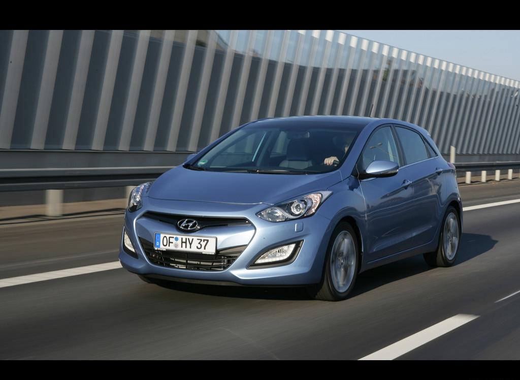 Снимки: Hyundai i30cw - 2011