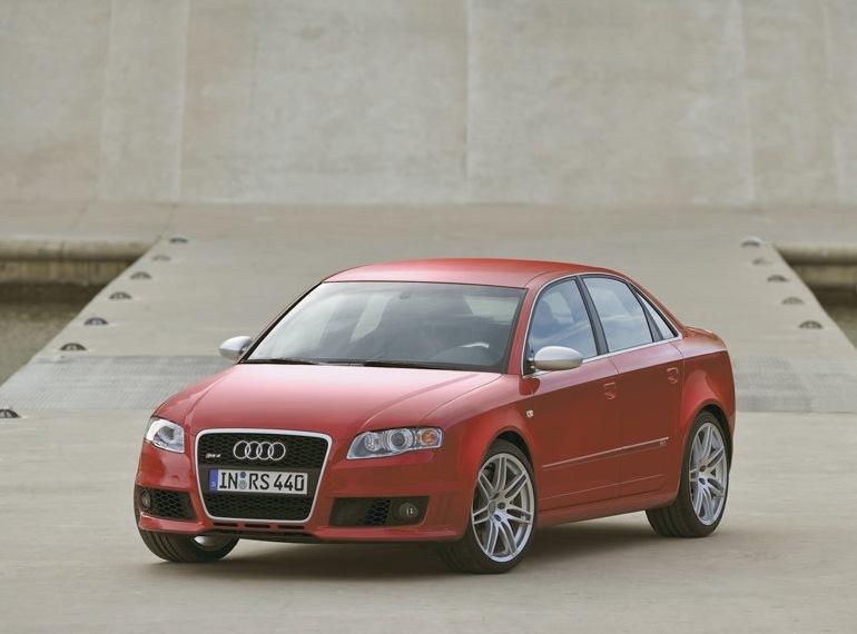 Снимки: Audi RS4 Salon (8E)