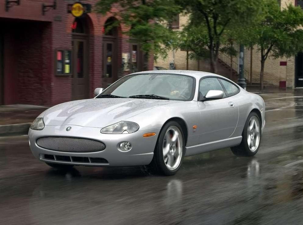 Снимки: Jaguar XKR