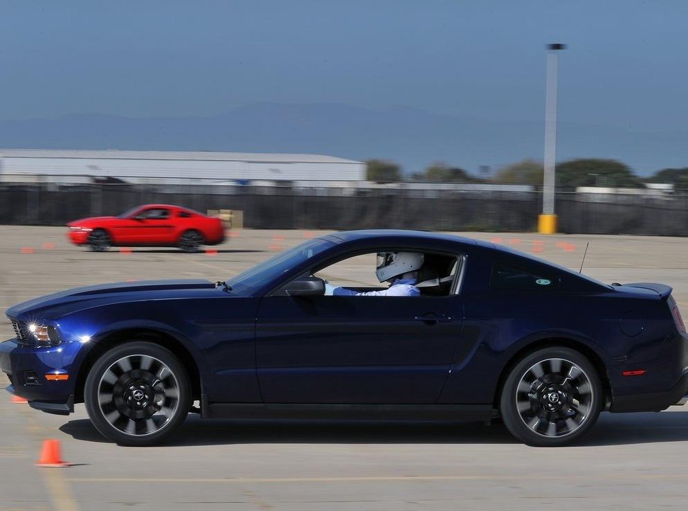 Снимки: Ford Mustang 5 Facelift 2011
