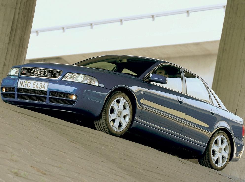 Снимки: Audi S4 (4A,C4)