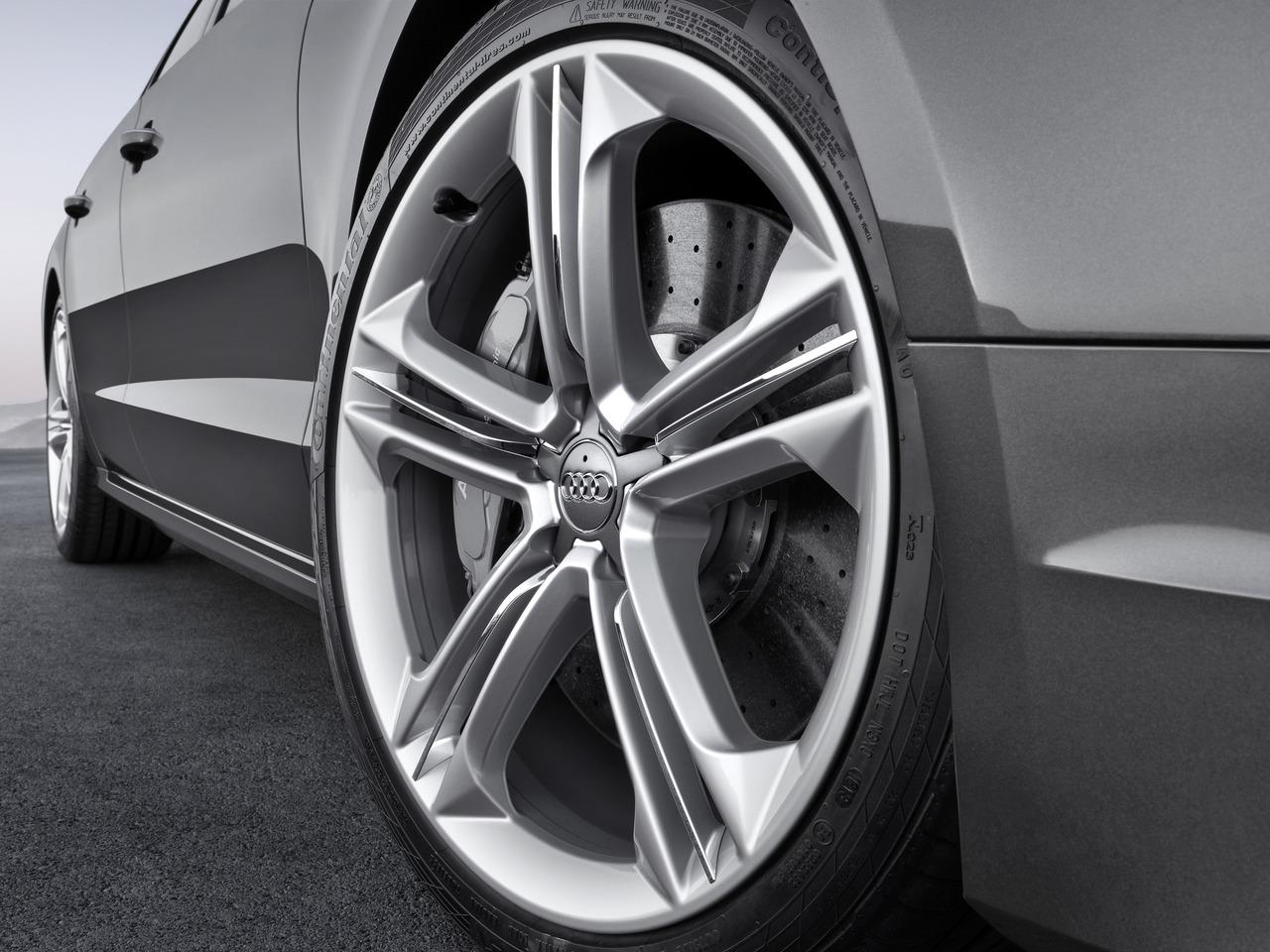 Снимки: Audi S8 (D4)