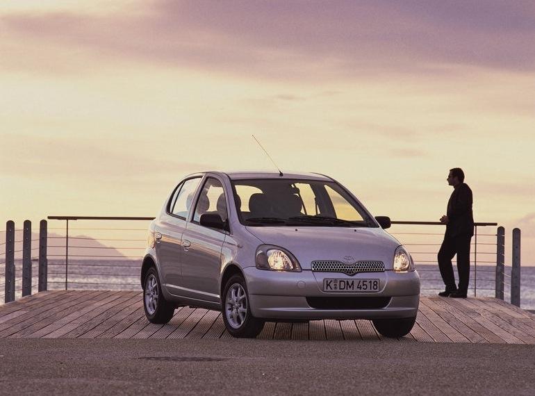 Снимки: Toyota Yaris 1 - 1999